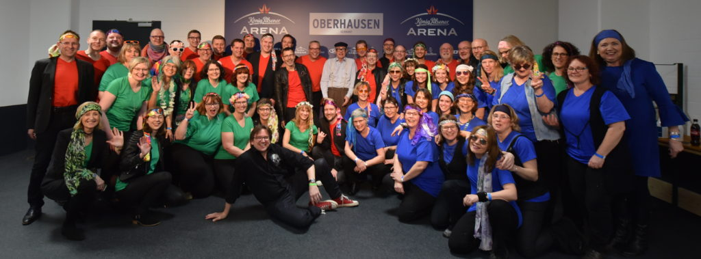 Gruppenfoto des Chores beim Konzert mit den Rockorchester Ruhrgebeat mit Herbert Knebel, (c) Wolfgang Schieren 2019,